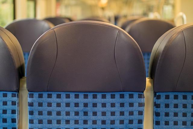 sedadla ve vlaku.jpg
