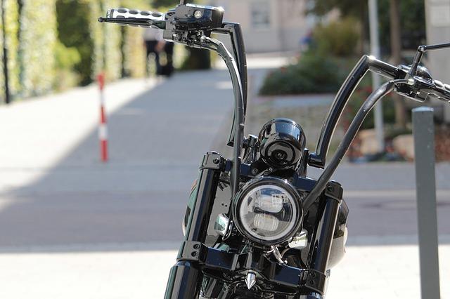 černý motocykl