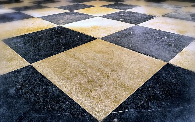 šachovnicová podlaha