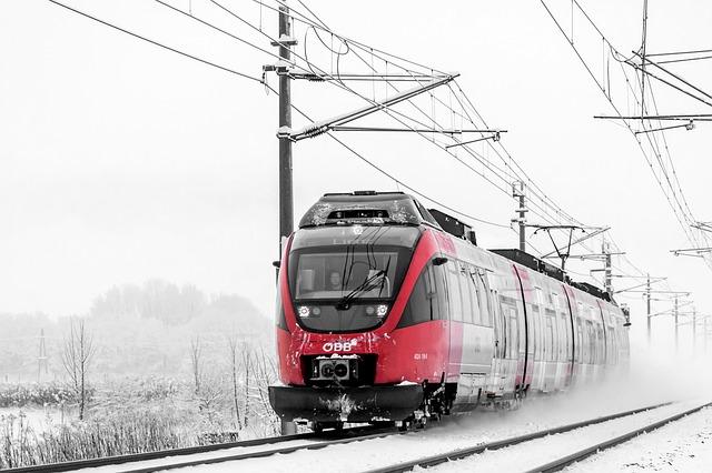 elektrický vlak v zimě